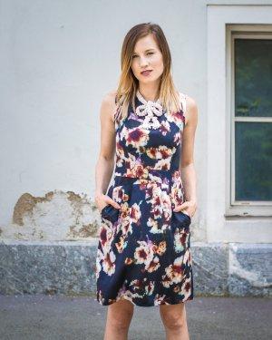 HUGO BOSS - Seidenkleid mit floralem Muster