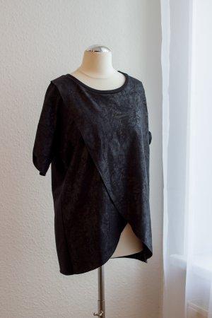 Hugo Boss T-Shirt mit asymmetrischen Schnitt und Metallic Effekt