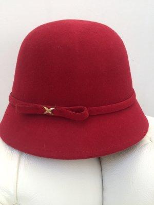 Cappello di lana rosso mattone