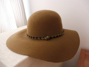 Hat light brown wool
