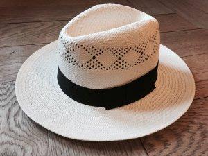 Hut im klassischen Panama-Style mit schwarzem Band
