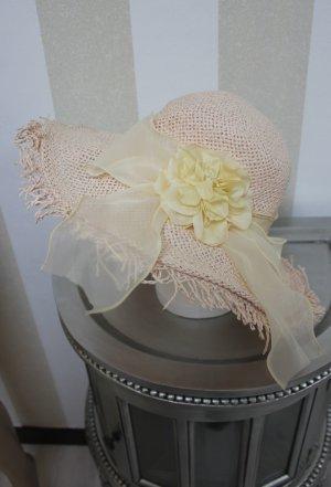 Hut mit Blumen Schleife