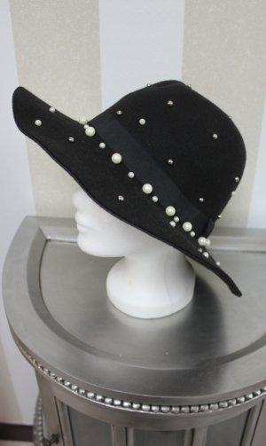 Hut mit Perlen Details