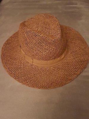 Hut mit Zierband. Schön für den Urlaub