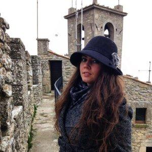 Chapeau en tricot noir-gris anthracite laine angora