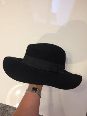 s.Oliver Sombrero negro