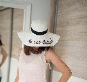 Sombrero de ala ancha blanco-negro