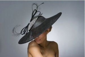 Hutmacher Regensburg Hut mit Federn Fascinator XXL top Zustand