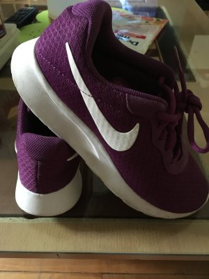 Nike Lace-Up Sneaker lilac