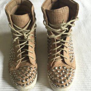Ich verkaufe diese stylischen Sneaker