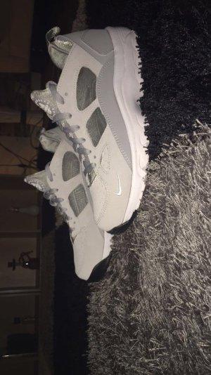 Ich verkaufe ein paar Nike husrache in grau .