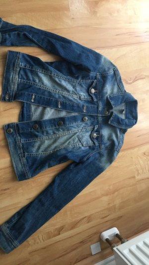 Ich verkaufe eine Jeansjacke von Zara in 34