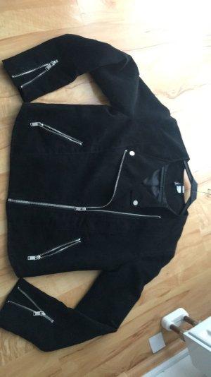 Ich verkaufe eine wildleder Imitat Jacke in schwarz von H&M Gr.40 kaum getragen