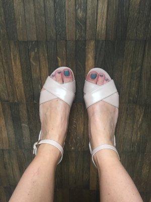 Ich ziehen um!! Last chance! Beautiful Tods Sandals