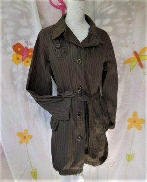 Ikks 38/40 M Jacke braun Nadelstreifen Style fast wie ein Trenchcoat , Baumwolle gepflegter Zustand sehr hoher Neupreis (Büste hat ca. Gr. 38 also könnte sie bei 40 auch gehen) einige Bilder sind aufgehellt