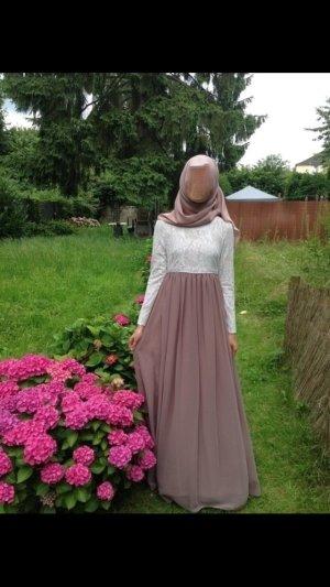 Inayah Abendkleid aus weisser Spitze und Tüll