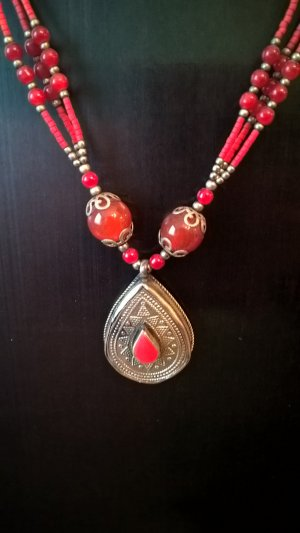 Collier Necklace neon red metal