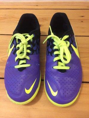 Indoor Fußball Kinderschuhe von Nike, groß 36 in sehr guter Zustand.