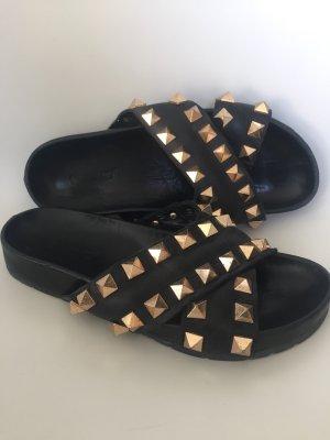 Inuovo Pantuflas negro-color oro