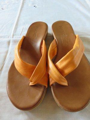 Inuovo Sandale in orange , Größe 38 .