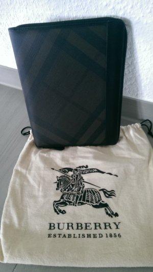 IPad Etui aus Leder mit Check Muster.