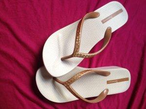 Sandalo toe-post oro-cognac
