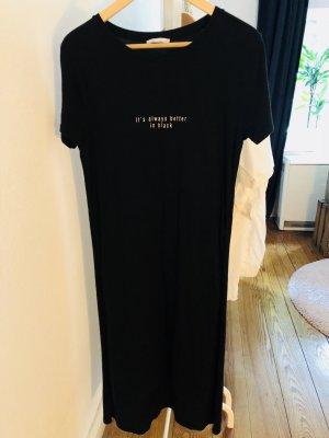 It's always better in black