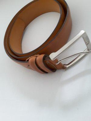 Ital. cognac farbener Ledergürtel mit silberfarbener Schnalle