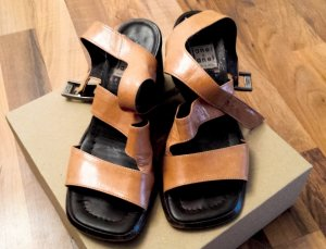 Janet & Janet Platform Sandals camel leather