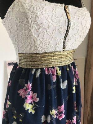 Italienisches Kleid mit Strickereispitze und goldenem Streifeneinsatz