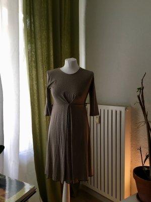Italienisches Kleid zum Spritzenpreis
