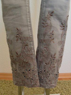 ITALY SKUTARI graue Jeanshose Stickereien mit Strassteinen XS
