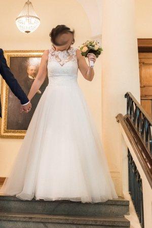 Ivory Brautkleid mit Spitze - A-Linie von Pronovias - zu verkaufen