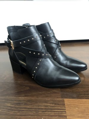 IvyRevel Cut-Out Stiefeletten