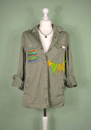 Jacke aus einem Festem Stoff mit Malerei