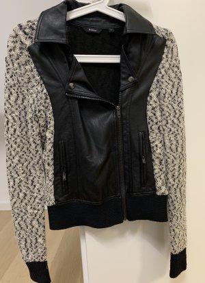 Jacke aus Stoff und Kunstleder