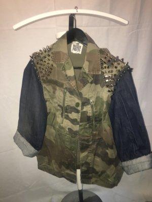 Jacke Camouflage mit Nieten  (rebellisch, rockig, schick)