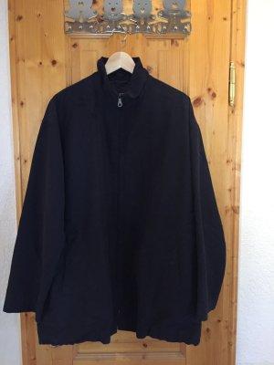 Jacke der Luxusmarke Giorgio Armani