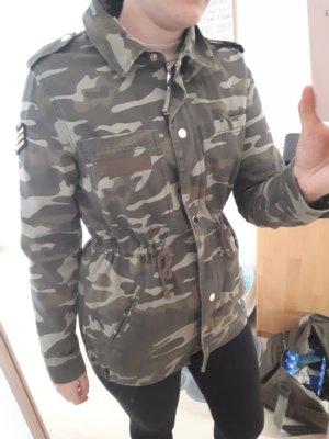 Jacke im Armee-Look