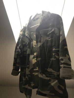Jacke im Militär Stil