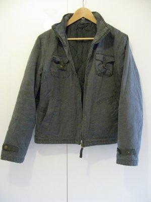 Jacke im Military-Stil