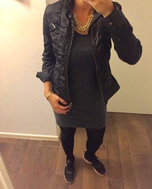 Jacke Jackett schwarz langärmlig rockig mit Reißverschluss