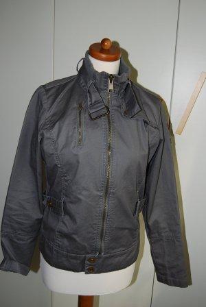 Jacke mit coolen Details in grau von Tara M Gr. 36 / S - perfekt für den Frühling!