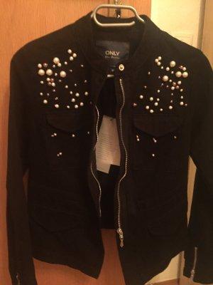 Jacke mit Perlen bestickt
