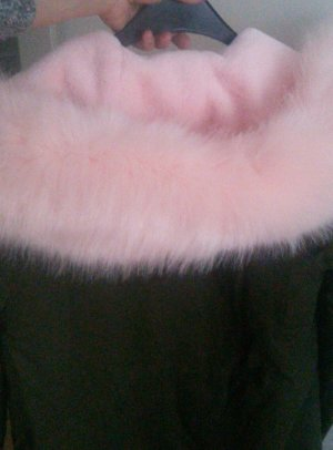 Jacke mit rosa Fell sehr schön