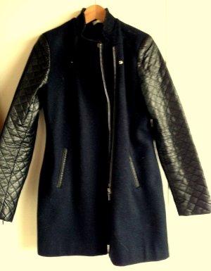 Jacke mit schwarzen Lederärmeln