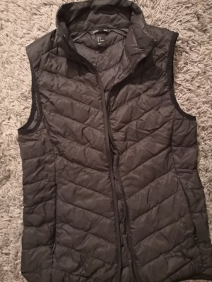 H&M Sport Quilted Gilet black
