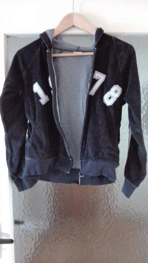 Jacke schwarz Kapuze lässig sportlich cool