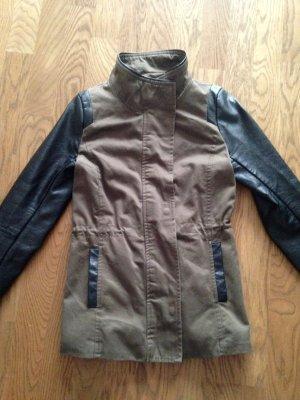 Jacke von H&M in Khaki und schwarz