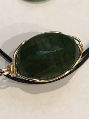 Jadeanhänger plus 2 Ringe aus Jade
